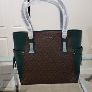 Mk Voyager East West Signature Tote